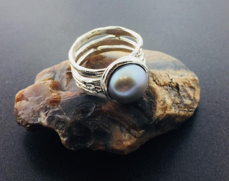 Sterling silver and gray freshwater cultured pearl ring : Pearls : Aspen Jewelry Designs