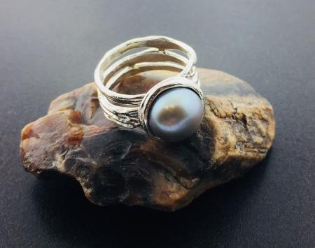Sterling silver and gray freshwater cultured pearl ring